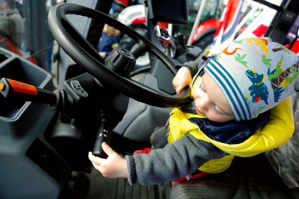 gady-markt-traktoren-lebring-kind-radaelli-4
